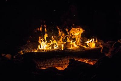 Le brasero pour un été comme à la campagne autour du feu